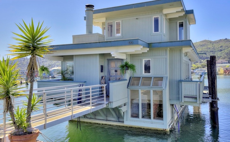 Financial Times Extolls Floating Home Living